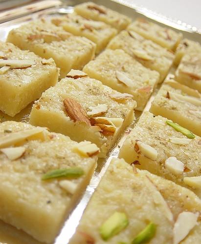 Банановые бурфи с орехами (лакто).