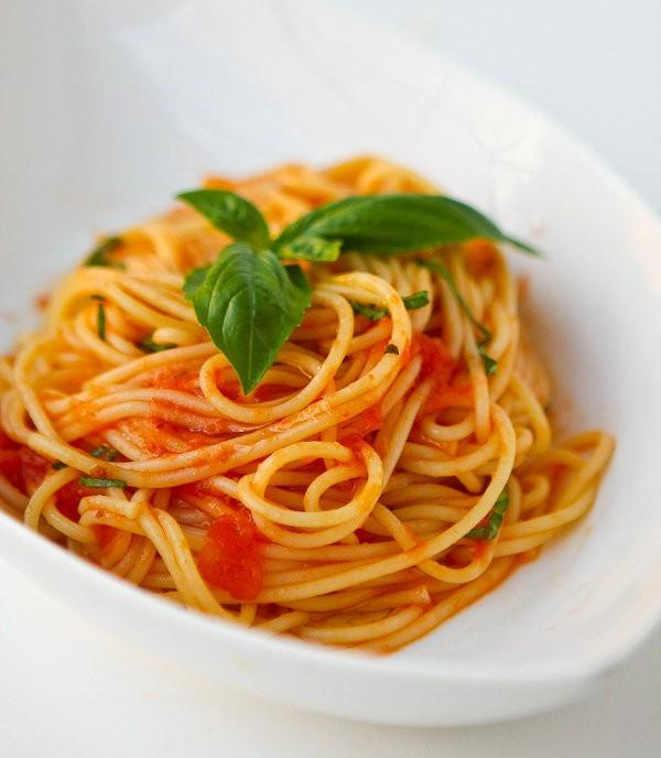 Овощная паста в томатном соусе.