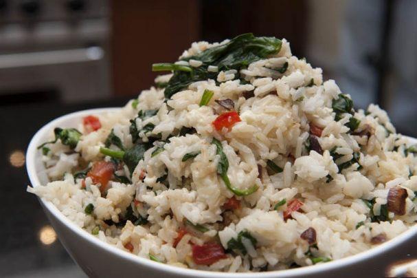 Рис с горохом и шпинатом.