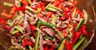 Салат с говядиной и овощами.
