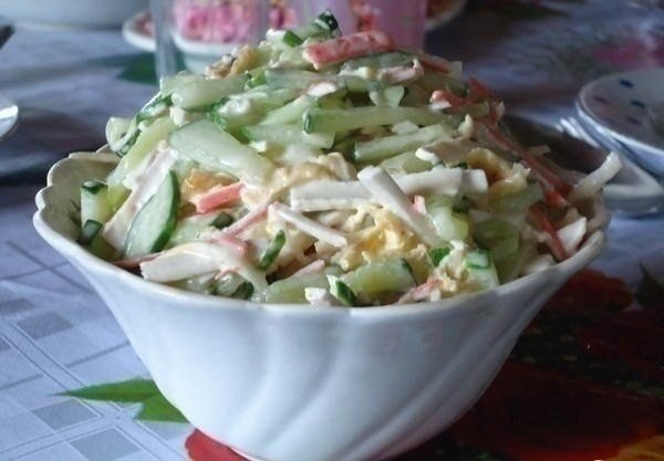 Салат с сыром сулугуни ( косичкой ).