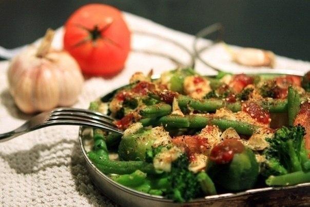 Овощи, запеченные с ароматным творогом.