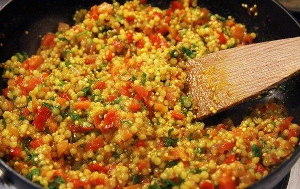 Кус-кус с овощами и петрушкой.