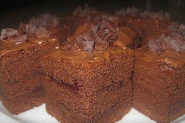 Очень нежный шоколадный бисквит.