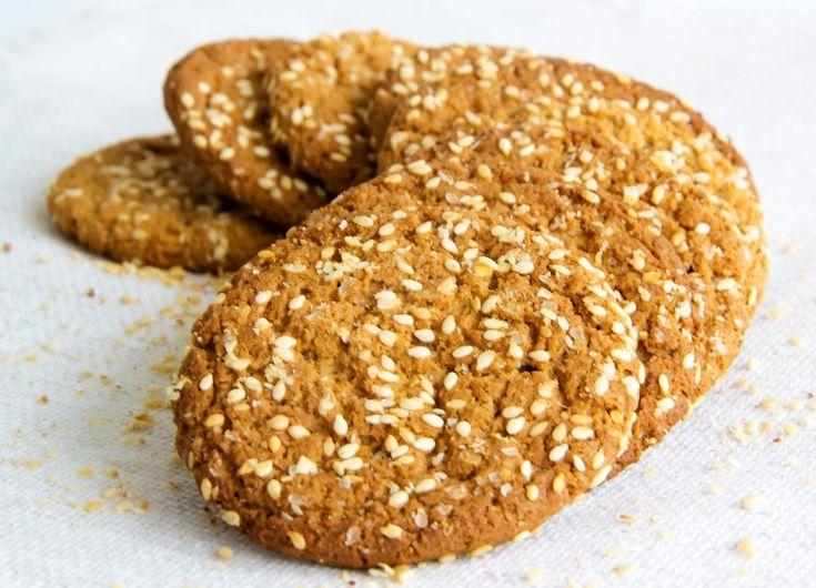 Овсяное печенье на кефире с кунжутом.