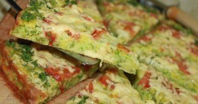 Низкокалорийная пицца из кабачков.