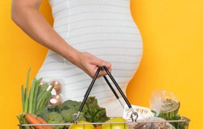 Питание женщины в первой половине беременности.