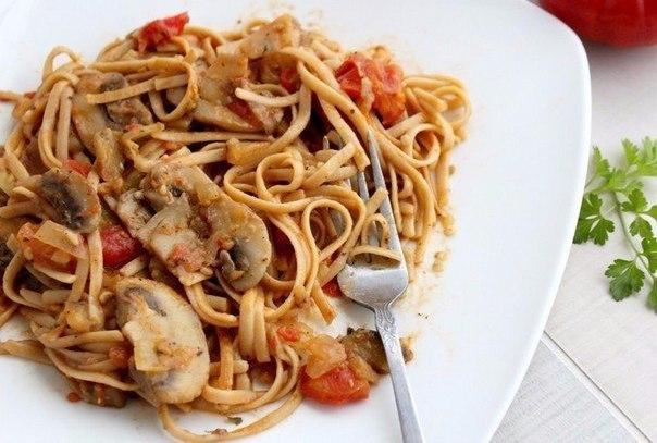 Спагетти с овощами и соевым соусом.