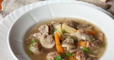 Грибной суп с фрикадельками.