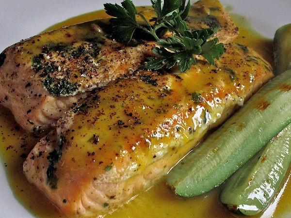 Филе рыбы, запеченное под горчицей.