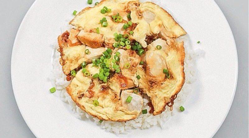 Японский омлет с рисом и курицей - Оякодон.