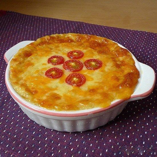 Картофельная запеканка с сыром и луком.