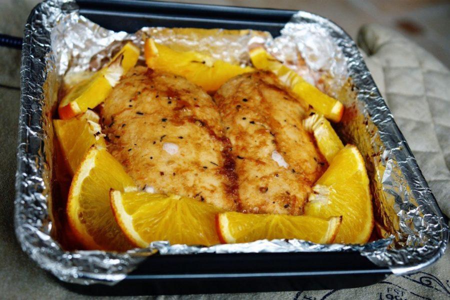 Куриная грудка запеченная с апельсинами.