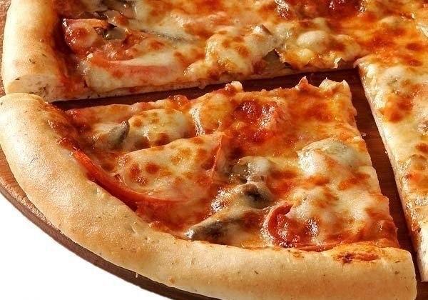 Куриная пицца с грибами.