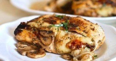 Курица, фаршированная грибами и сыром.