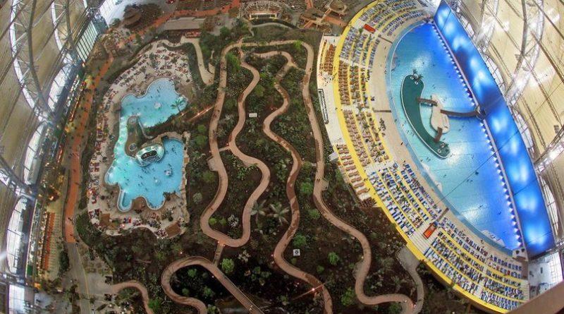 Крупнейший в мире крытый тропический курорт