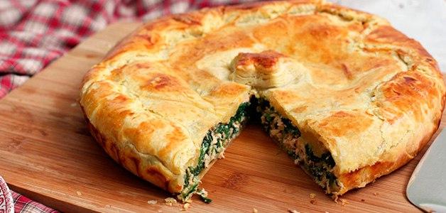 Пирог со щавелем и сыром.