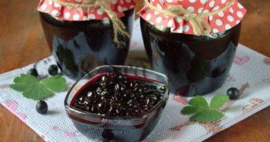 Варенье из черноплодной рябины.