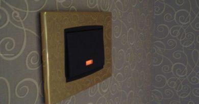 Как подключить выключатель с подсветкой.