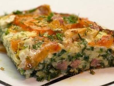Вермишелевая запеканка с колбасой и овощами.