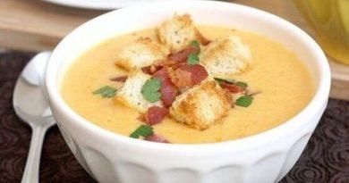 Сырный суп по-французски с чесночными гренками.