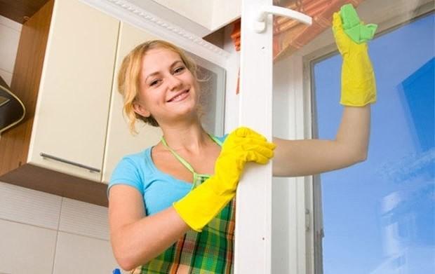 15 способов, чем помыть окна без разводов в домашних условиях.