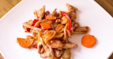 Курица по‑китайски с овощами.