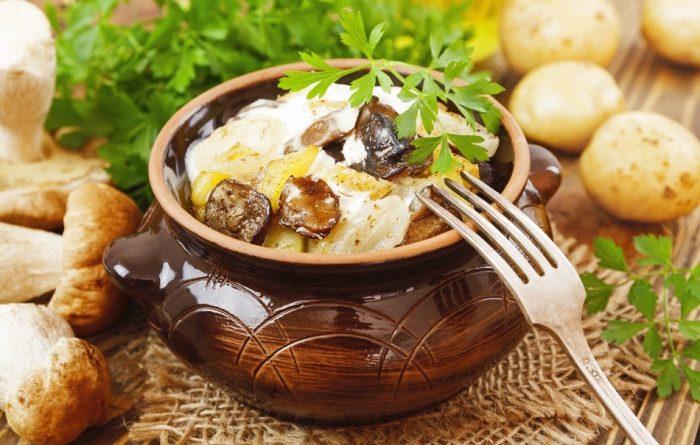 Запеченный картофель с грибами и сыром.
