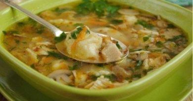 Гречневый суп с грибами и картофельными клецками.