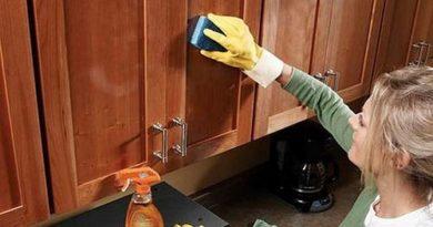 Как удалить жировой налет и грязь с деревянной кухни.