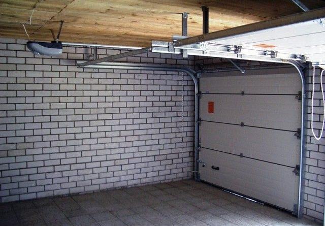 По каким принципам выбирать автоматику для гаражных секционных ворот.
