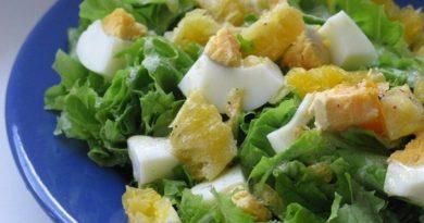 Зеленый салат с апельсином.