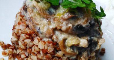 Гречка с шампиньонами в йогуртовом соусе - вкуснейший обед!