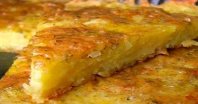 Запеканка из тертого картофеля с чесноком и сыром.