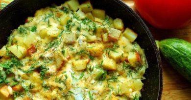 Картошка с сыром на сковороде.
