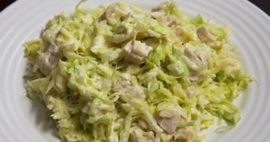 Салат из свежей капусты с курицей.