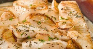 Рыба запеченная в соусе.