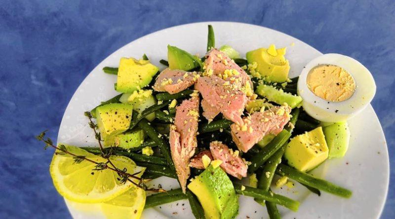 Легкий салат с тунцом.