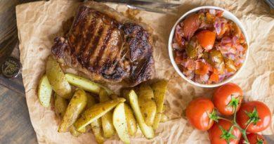 Стейк с лаймовым маринадом и запечёнными томатами