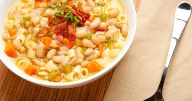 Суп с фасолью и копченостями