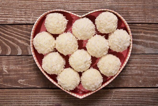 Как сделать полезные и вкусные кокосовые конфеты