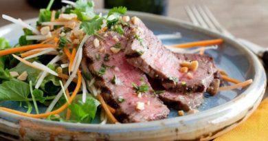 Стейк по-вьетнамки с салатом