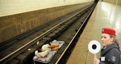 Что делать, если упал на рельсы в метро?