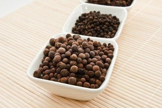 Тибетский рецепт выведения камней из почек – черный перец.