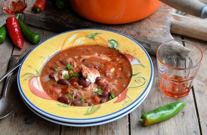 Мексиканский суп с фасолью.