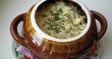 Фрикадельки с картошкой и грибами в горшочках.