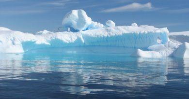 Айсберги из Антарктиды к берегам ОАЭ.