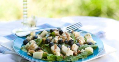 Салат из жареных груш со шпинатом