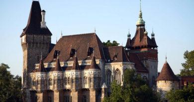 БУДАПЕШТ, ВЕНГРИЯ - Замок Vajdahunyad