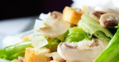 Салат из шампиньонов с овечьим сыром
